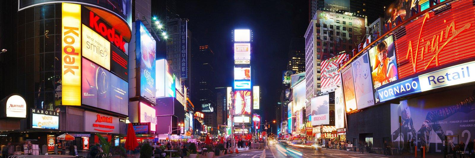 Letreiros luminosos e digitais de parte da Times Square   O que é branding?