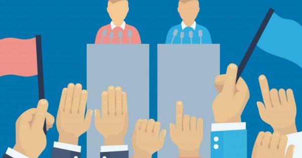 Ilustração de dois candidatos, vestindo cores distintas, falando para multidão de braços levantados | O marketing digital político nas redes sociais