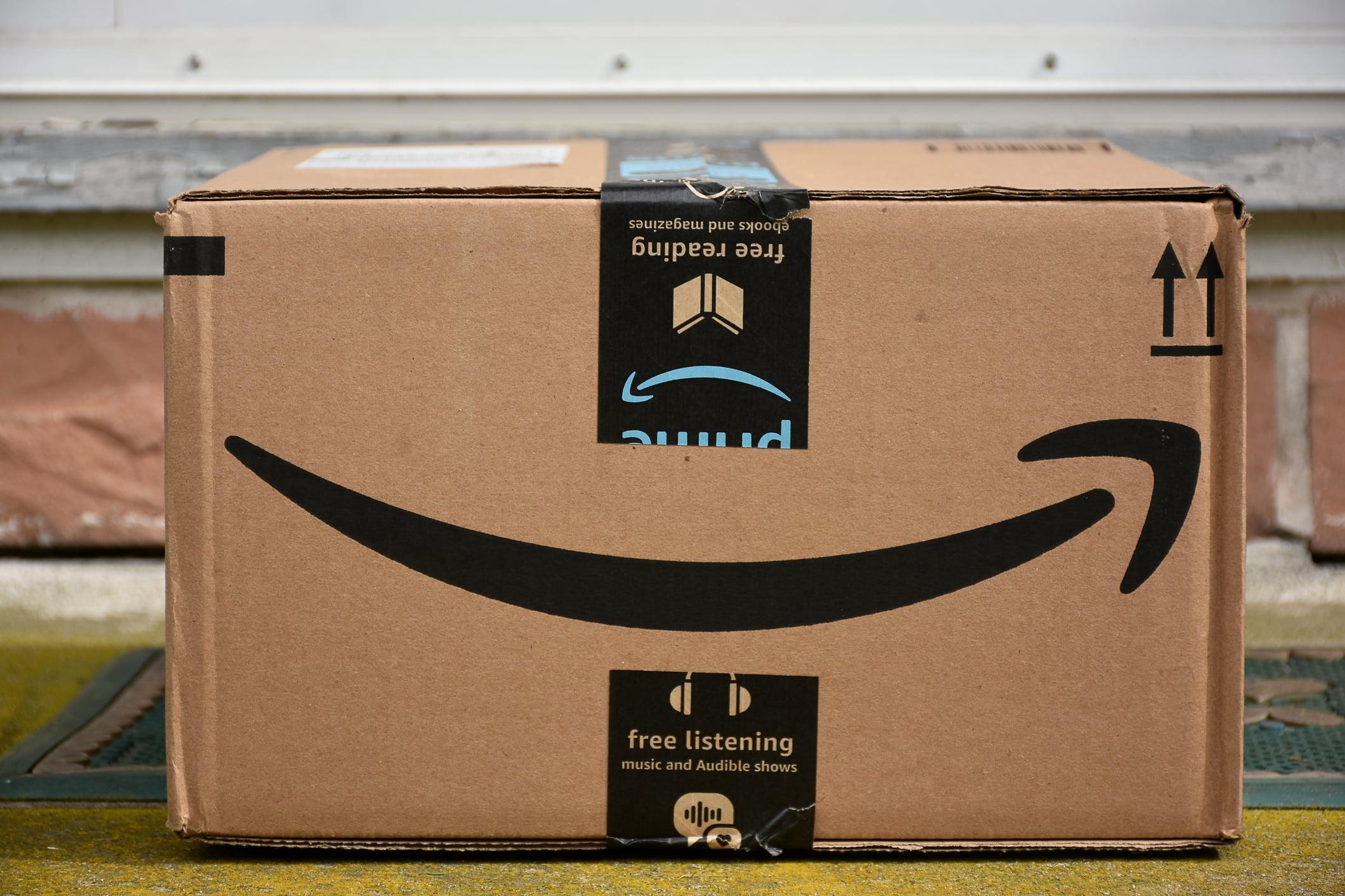 Caixa de papelão de entrega da Amazon | Amazon prepara entrada no Brasil, mas tem dificuldades